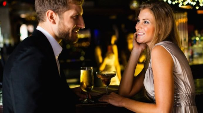 Consigli per uscire con una ragazza più giovane